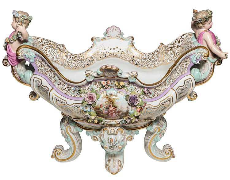 porcelain-centerpiece